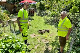 Kevin und Pierre Fingermann im Garten.