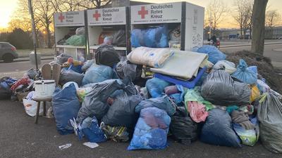Müllsäcke, Kleidercontainer