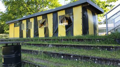 Schwarz-gelbes Zelt
