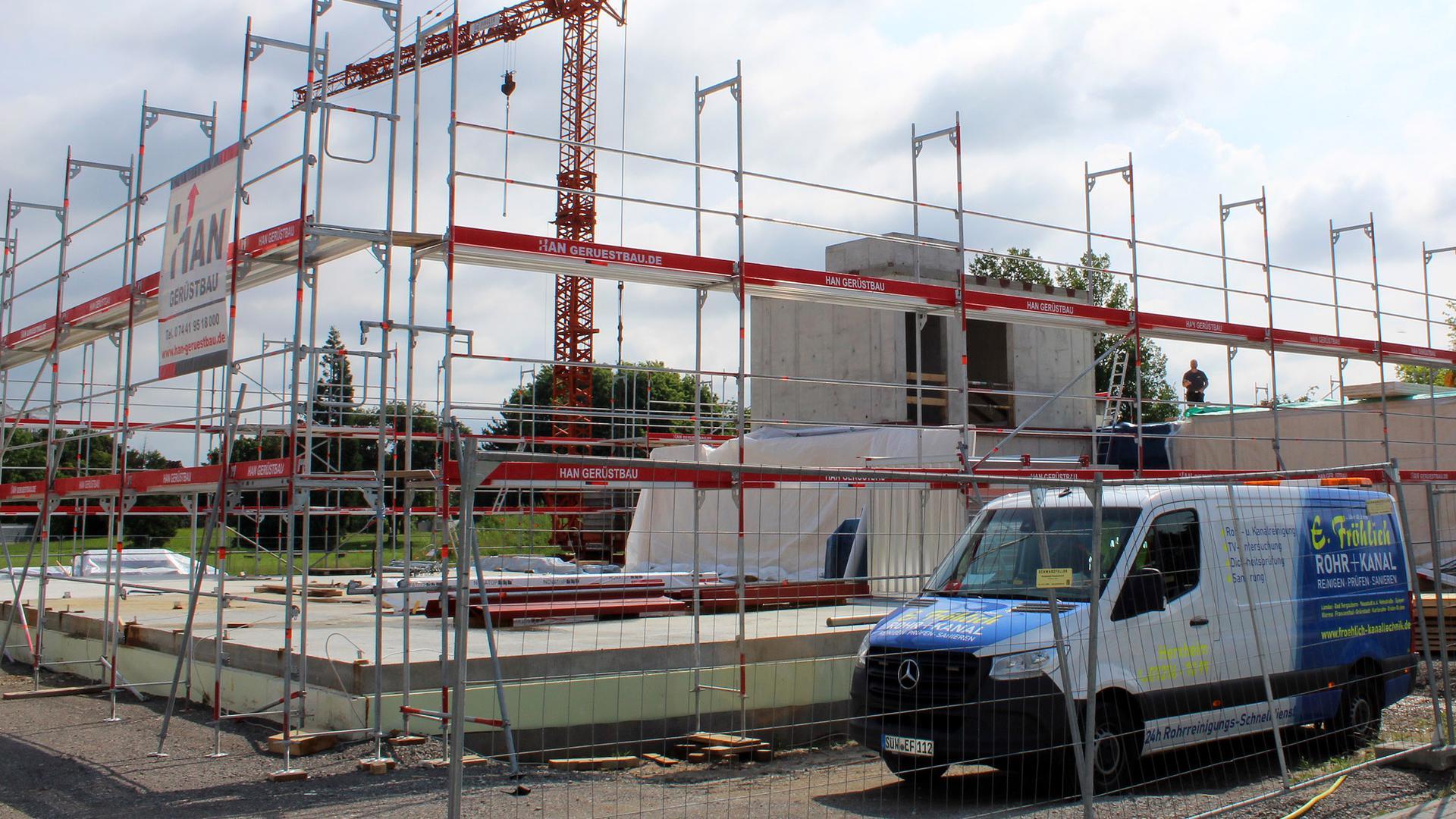 """Im Entstehen: In Rheinau-Nord wird derzeit ein zweiter Kindergarten (Rheinau Nord II) gebaut. Doch weder durch ihn noch durch die neue Kita in Plittersdorf erreicht die Stadt Rastatt die angestrebte """"Bedarfsdeckung""""."""