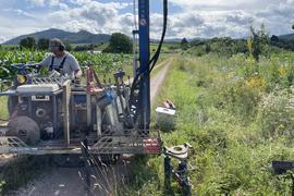 In Detailuntersuchungen misst man die Verbreitung der fluorierten Chemikalien im Grundwasser.