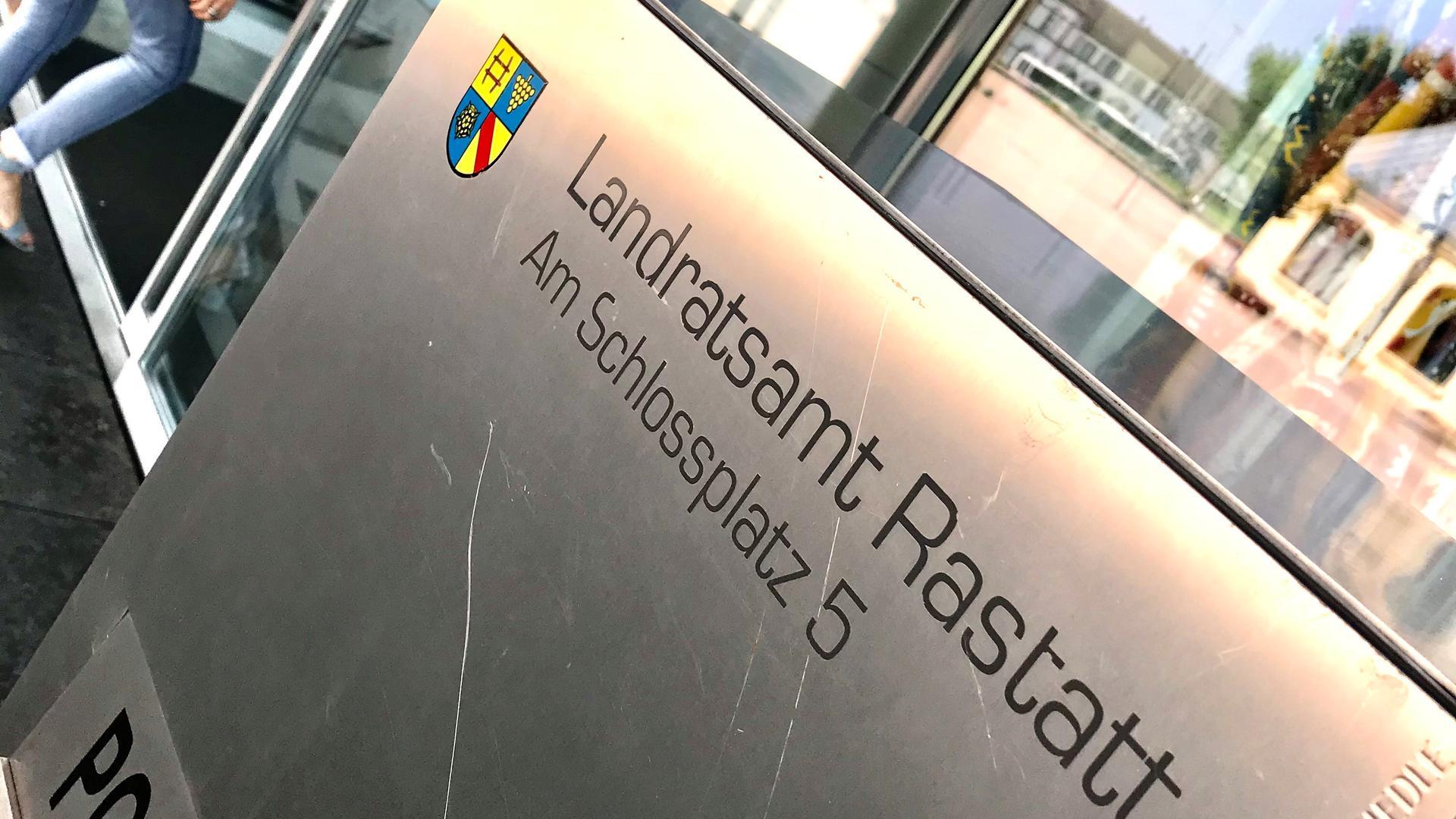 Eingangsbereich des Landratsamtes Rastatt.