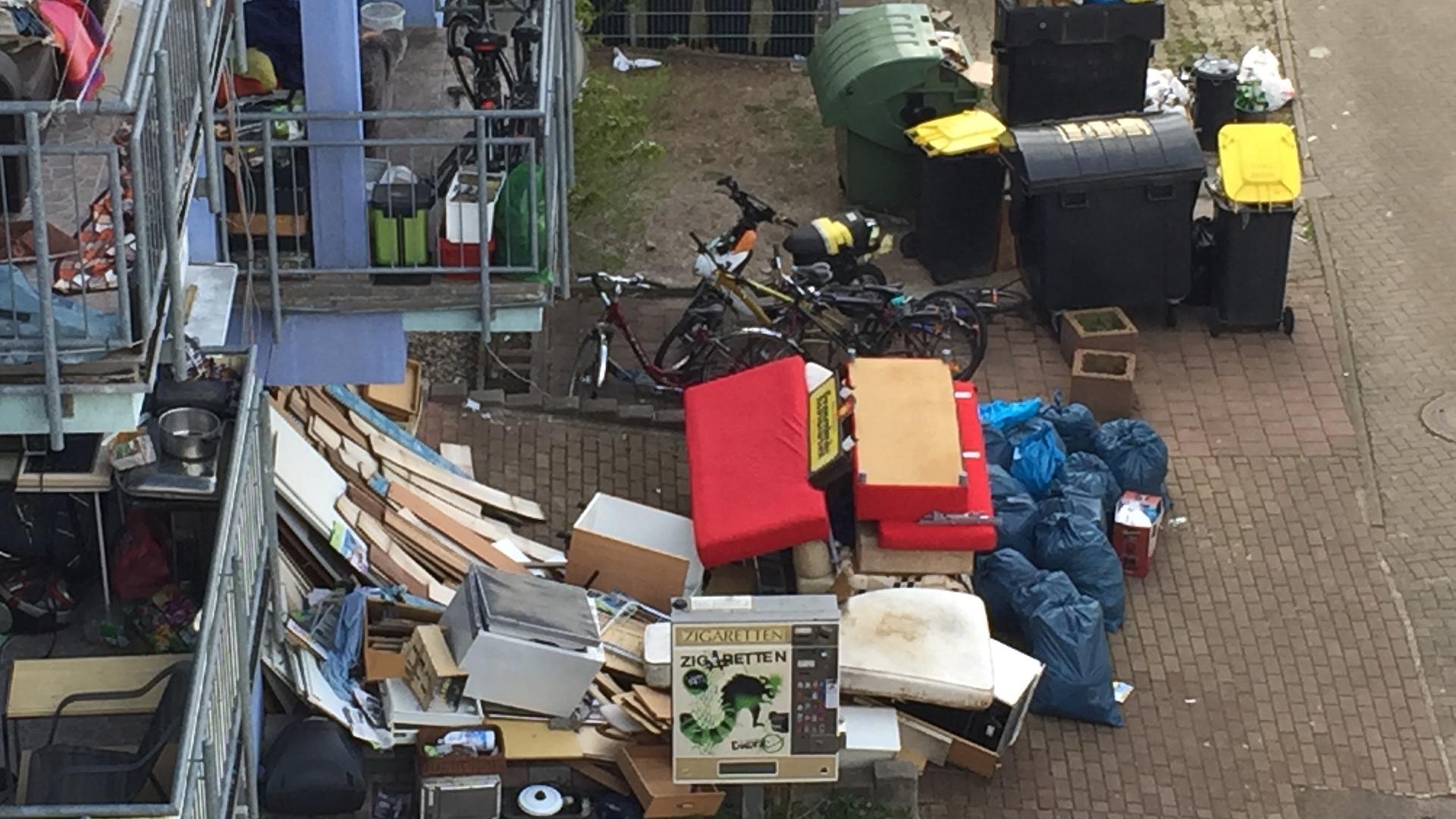 Abfall, Mülltonnen, Fahrräder