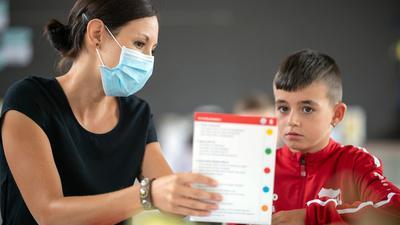Büffeln in den Sommerferien: Das Aufholen von pandemiebedingten Lernrückständen hat für die Landesregierung hohe Priorität. Auch in Rastatt arbeiten 340 Schüler in den Ferien solche Rückstände auf.