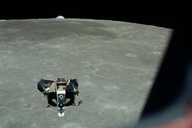 Die Mondlandefähre Eagle bei ihrer Rückkehr zum Kommandomodul von Apollo 11.