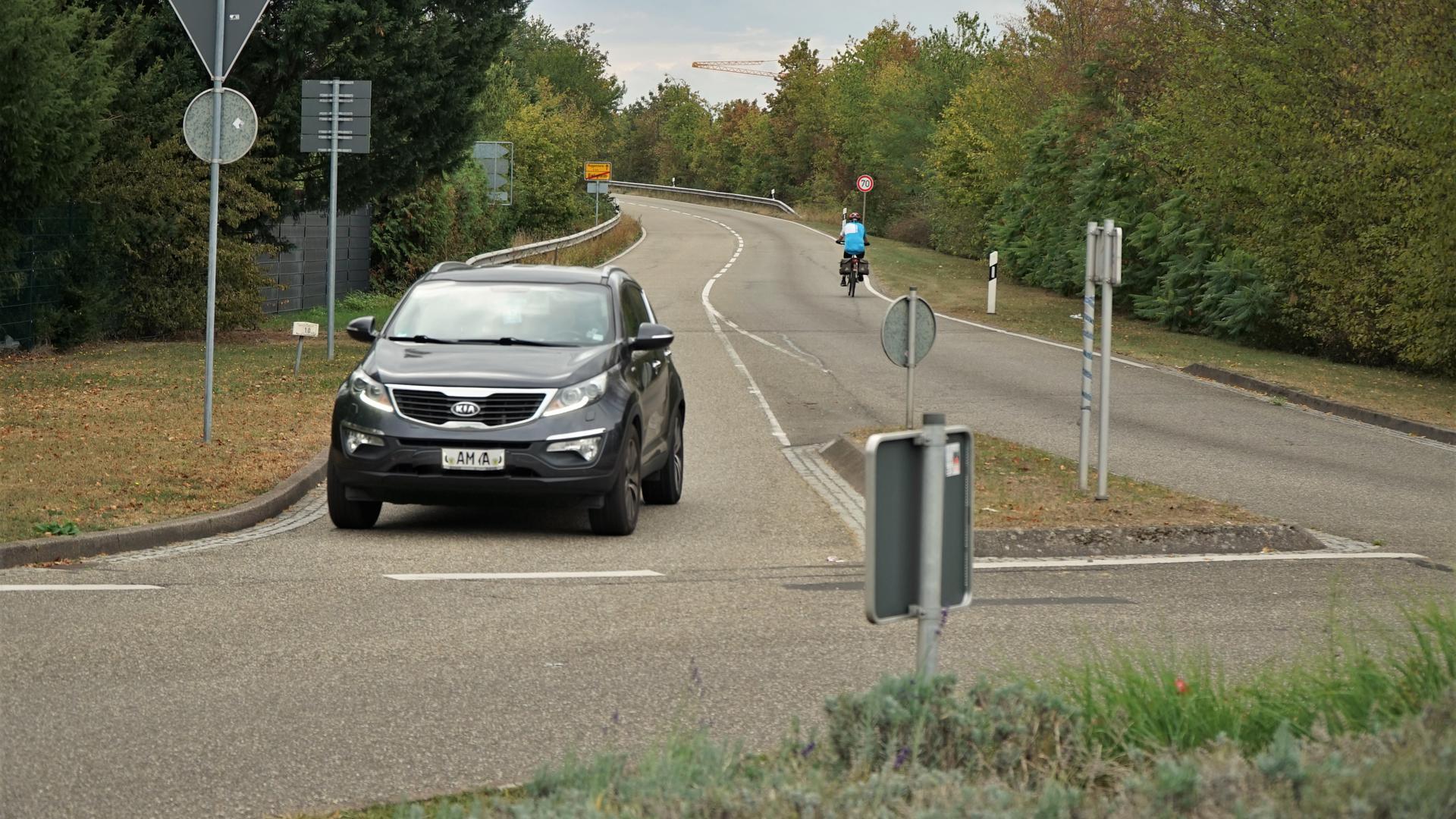 Die Lücke soll geschlossen werden: Mit dem Geh- und Radweg, der ab 2021 gebaut werden soll, wird ein wichtiges Teilstück realisiert. Die Maßnahme ist vor allem der Verkehrssicherheit wegen dringend erforderlich.
