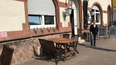 Gasthaus, Frau, Tisch, Stühle