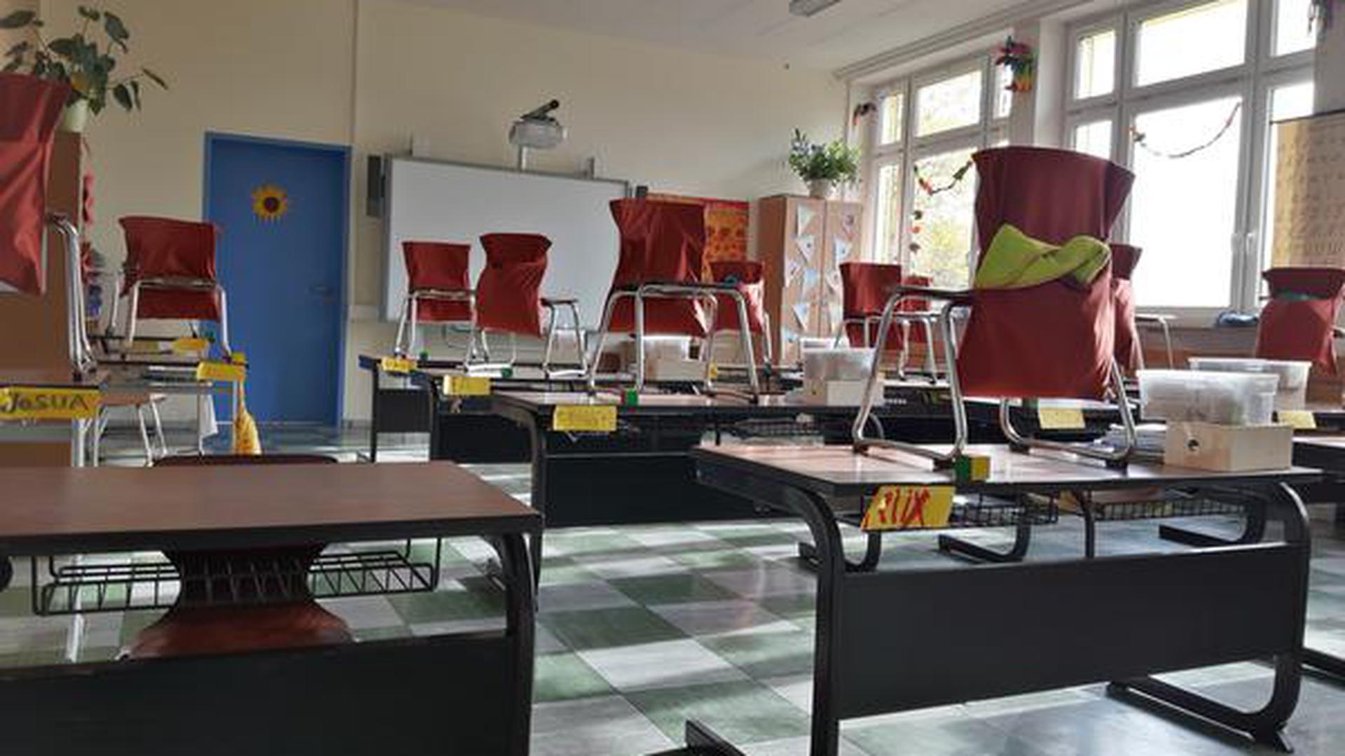 Hier herrscht Ordnung: Aufgeräumt sind Schals, Mützen und Decken dank der Stuhlrucksäcke von Marianne Fischer.