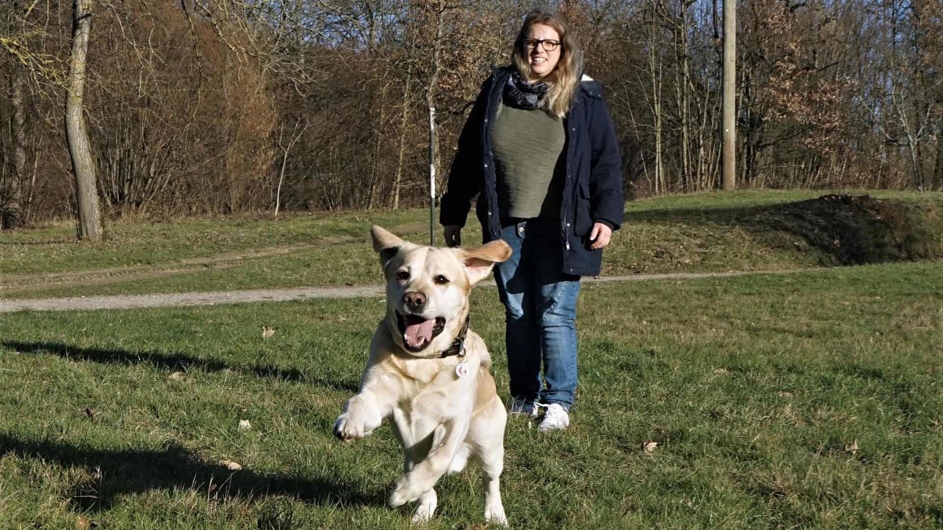 Therapie- und Rettungshund Legolas mit Frauchen Nicole Rheinschmidt aus Bischweier