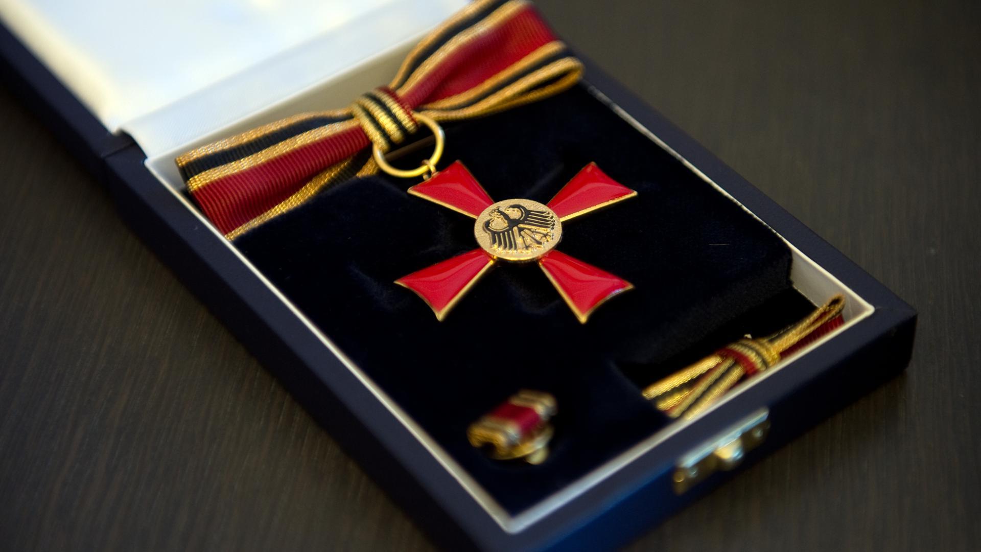 Das Bundesverdienstkreuz wird an zwei Männer verliehen, die sich in Rastatt besonders verdient gemacht haben.