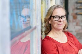 Handlungsstrang im Blick: Carolin Otterbach setzt als Autorin die Vorgaben der Redaktion um.