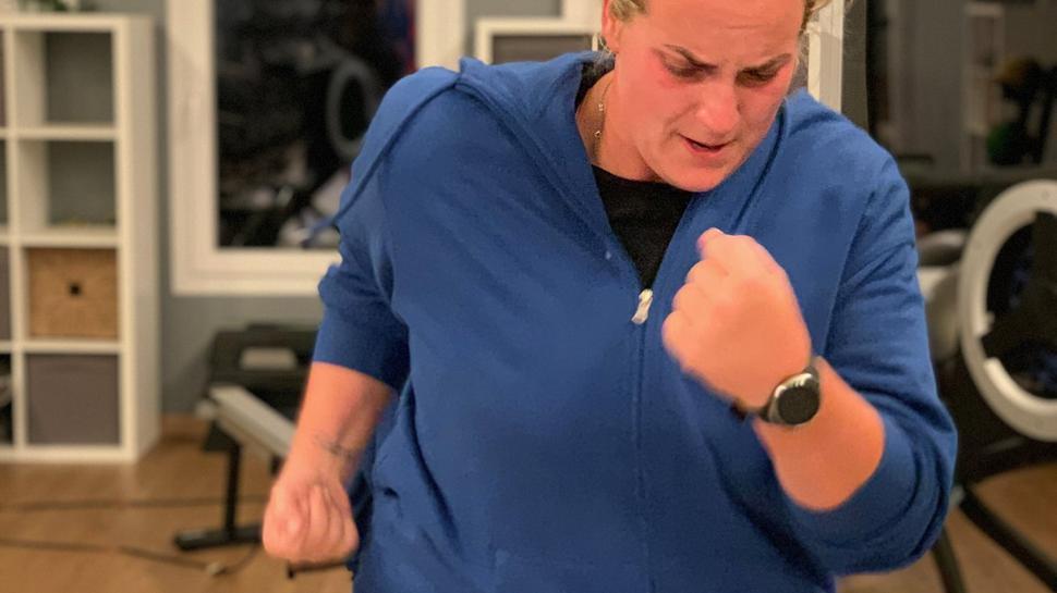 Celina Satalino trainiert hart, um gegen die Kilos anzukämpfen.
