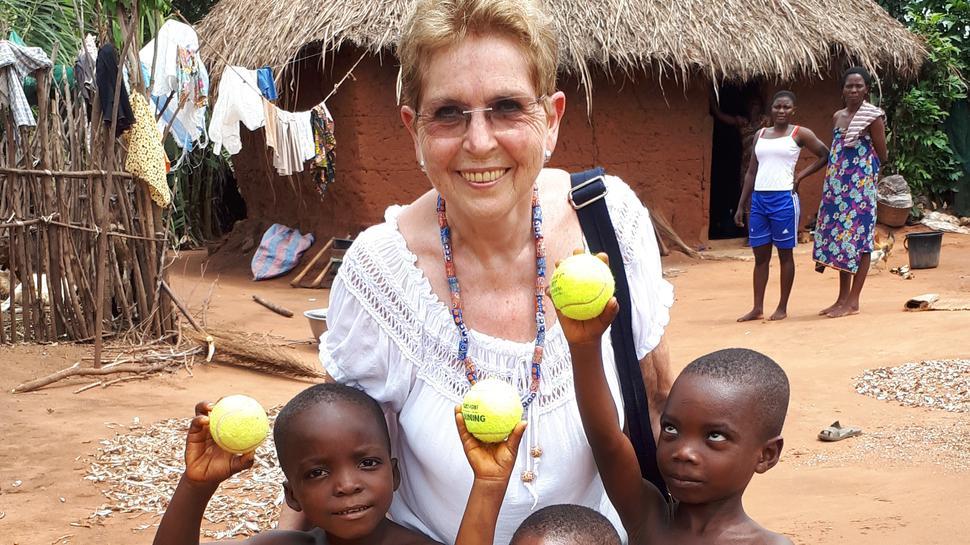Frau mit drei Kindern
