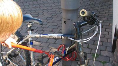 Ob verschlossen oder nicht: Fahrräder sind leichte Beute für ausgebuffte Diebe. Trotz begrenzter Ermittlungschancen bittet die Polizei aber darum, Fahrraddiebstähle immer anzuzeigen.