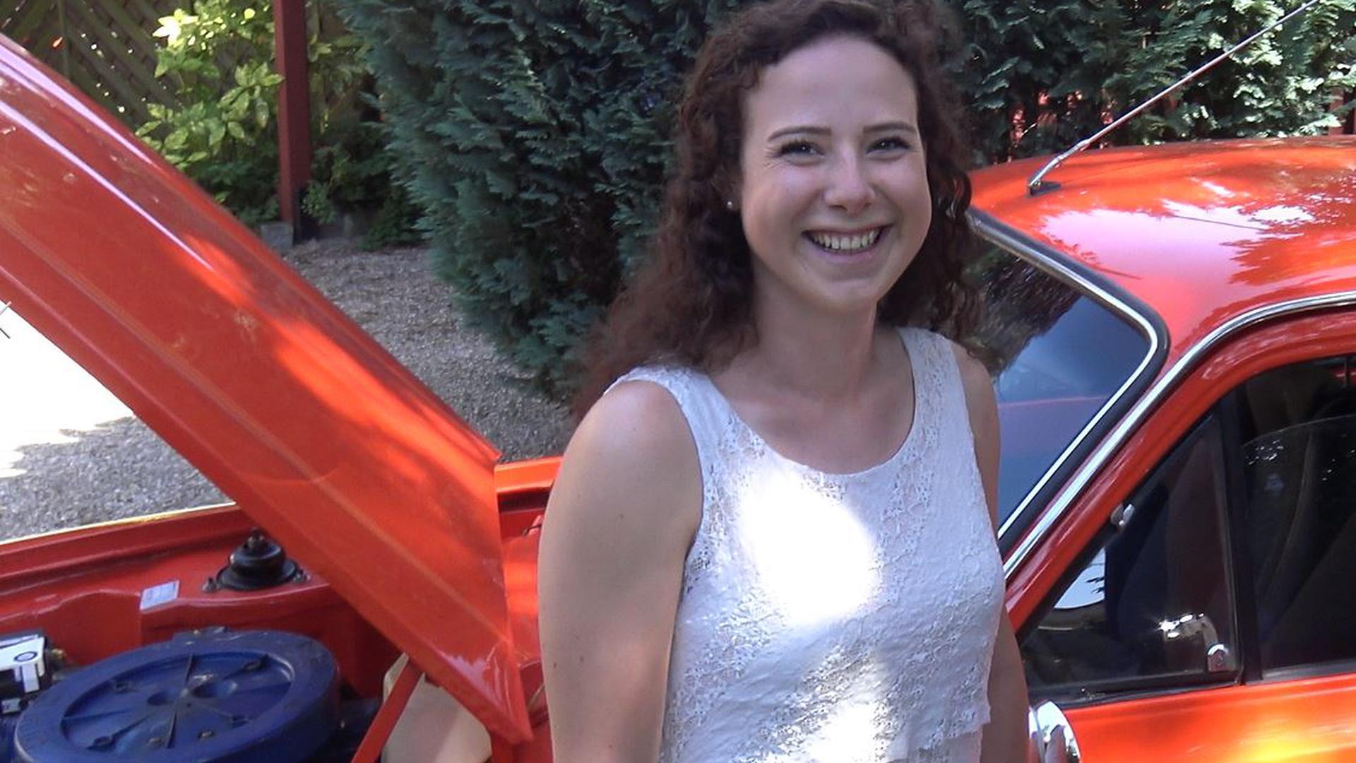 Christiane Feldmann fährt mit ihrem Ford Escort RS 2000 zum 43. Internationalen Oldtimer-Meeting nach Baden-Baden.
