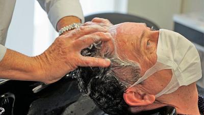 BNN-Redakteur Ralf Joachim Kraft darf nach der Corona-Zwangspause endlich wieder zu seinem Friseur.