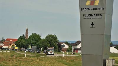 Baden-Airpark mit Sicht nach Hügelsheim