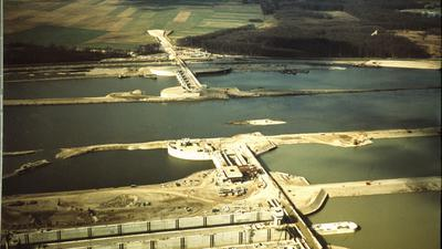 Die Staustufe Iffezheim Ende 1976