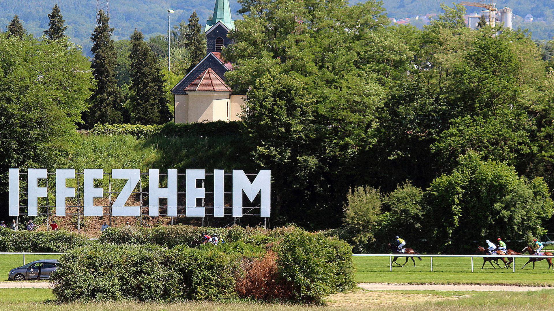 Neuer Bewerber im Wettlauf um die Zukunft der Galopprennbahn in Iffezheim: Als weiterer möglicher Pächter der Bahn hat jetzt die Interessengemeinschaft Rennclub Iffezheim (IGRCI) ihren Hut in den Ring geworfen.