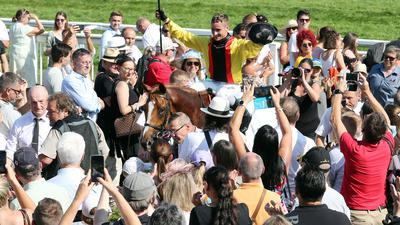 Torquator Tasso und sein Jockey René Piechulek haben den Großen Preis von Baden in Iffezheim gewonnen.