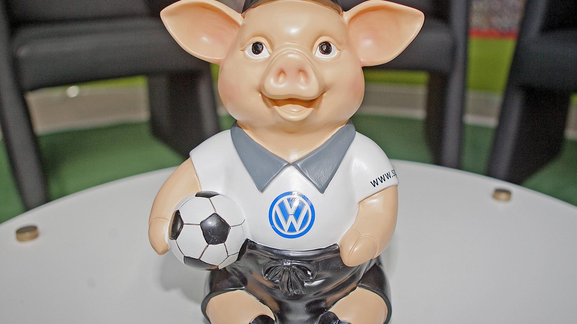 Das Phrasenschwein hat durch die Sportsendung Doppelpass eine große Beliebtheit erlangt.