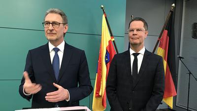 Glücklicher Sieger: Toni Huber (rechts) löst Jürgen Bäuerle als Landrat im Landkreis Rastatt ab.