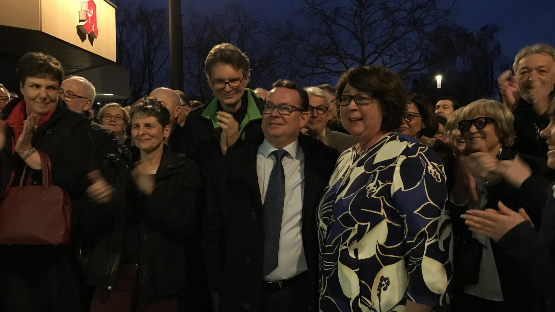 Rolf Spiegelhalder (Mitte) bleibt weiter Bürgermeister in Elchesheim-Illingen.