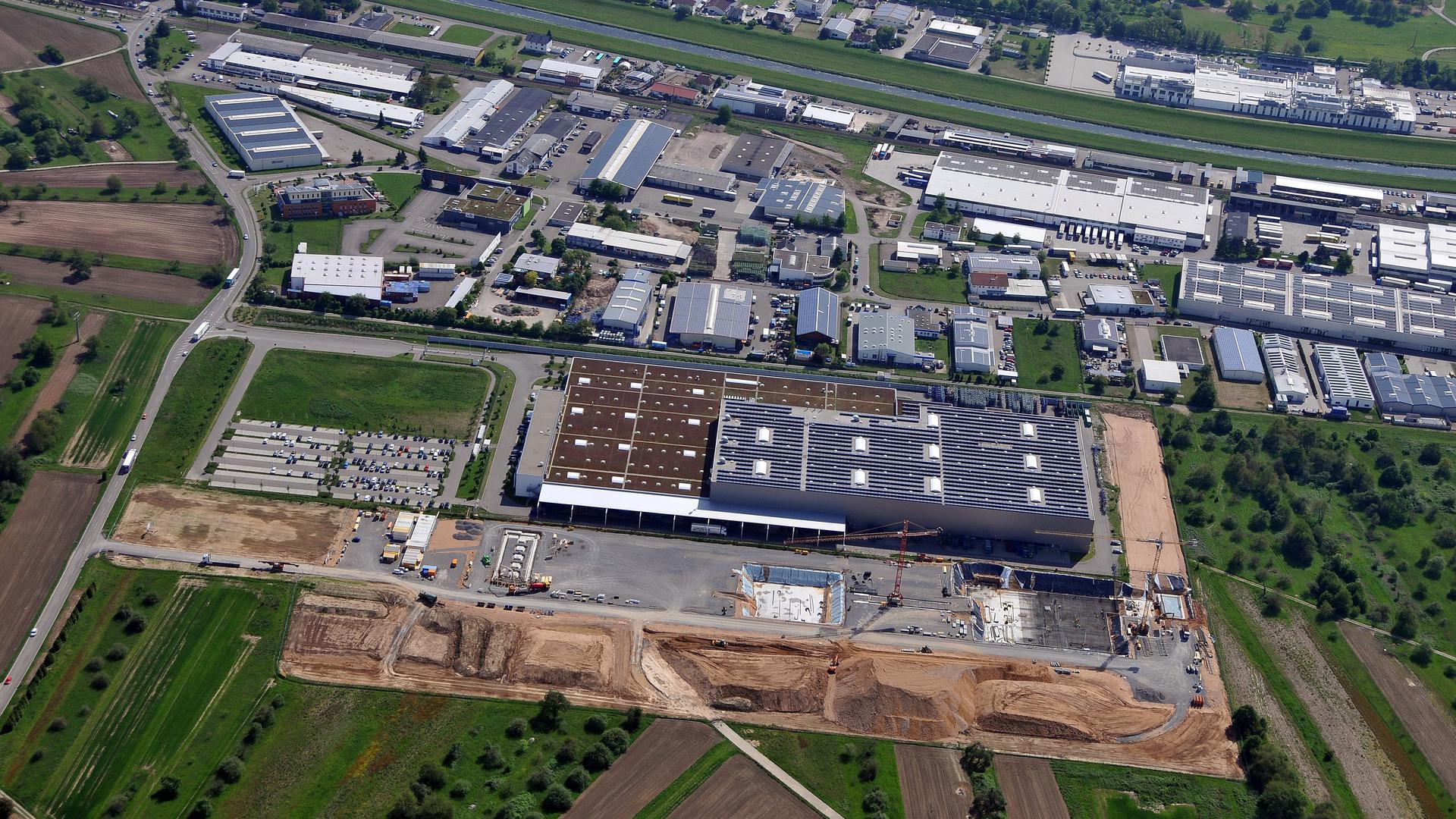 In den Ausbau von Kuppenheim investiert Mercedes-Benz 170 Millionen Euro und schafft 200 zusätzliche Arbeitsplätze am Standort   Kuppenheim press shop: Mercedes-Benz invests 170 million euros and creates 200 additional jobs
