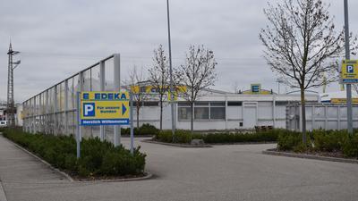 Der Non-Food Bereich des EKZ in Oberndorf soll umgebaut und attraktiver gestaltet werden. Der Schallschutz zur August-Scherer-Straße soll dabei ebenfalls ertüchtigt werden.