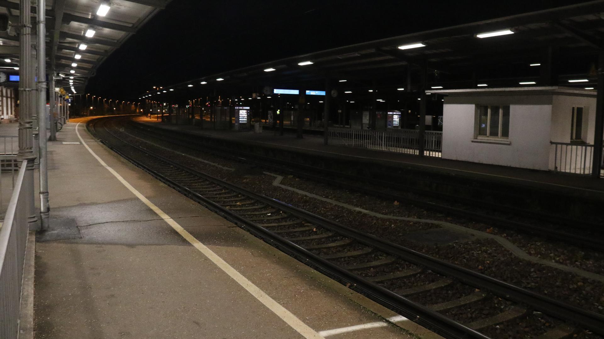 Am Bahnhof entstand ein Brand auf den Damentoiletten (Symbolbild).