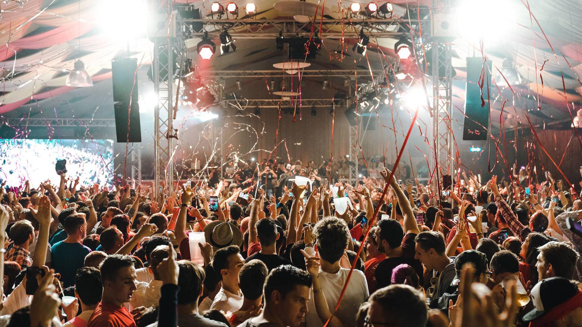 Partylaune pur: Die Stimmungswogen schlagen hoch, wenn Ballermann-Atmosphäre in die Hallen der Region verlagert wird.