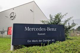 Produktion heruntergefahren: Das Werk Mercedes-Benz in Rastatt leidet unter der weltweiten Halbleiter-Beschaffungskrise.