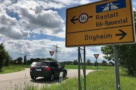 Noch ist der Weg frei: Die K3728 führt an dieser Stelle in Richtung Autobahn. Das Regierungspräsidium will den Bypass kappen.