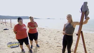 Gebangt und  gehofft: Jessica  Zellagui  (links)  und ihre Partnerin Melissa  dürfen  weiter mit Fitness-Expertin Petra Arvela zusammenarbeiten.