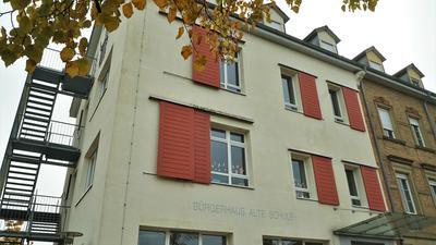 Dreh- und Angelpunkt: Das Bürgerhaus Alte Schule in Steinmauern dient am 25. Oktober einerseits als Wahllokal. Abends wird dann vor dem Gebäude auch der Wahlsieger verkündet.