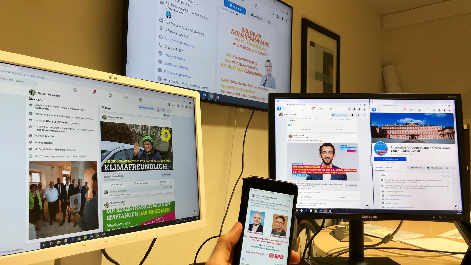 Ein Arbeitsplatz mit mehreren Bildschirmen.
