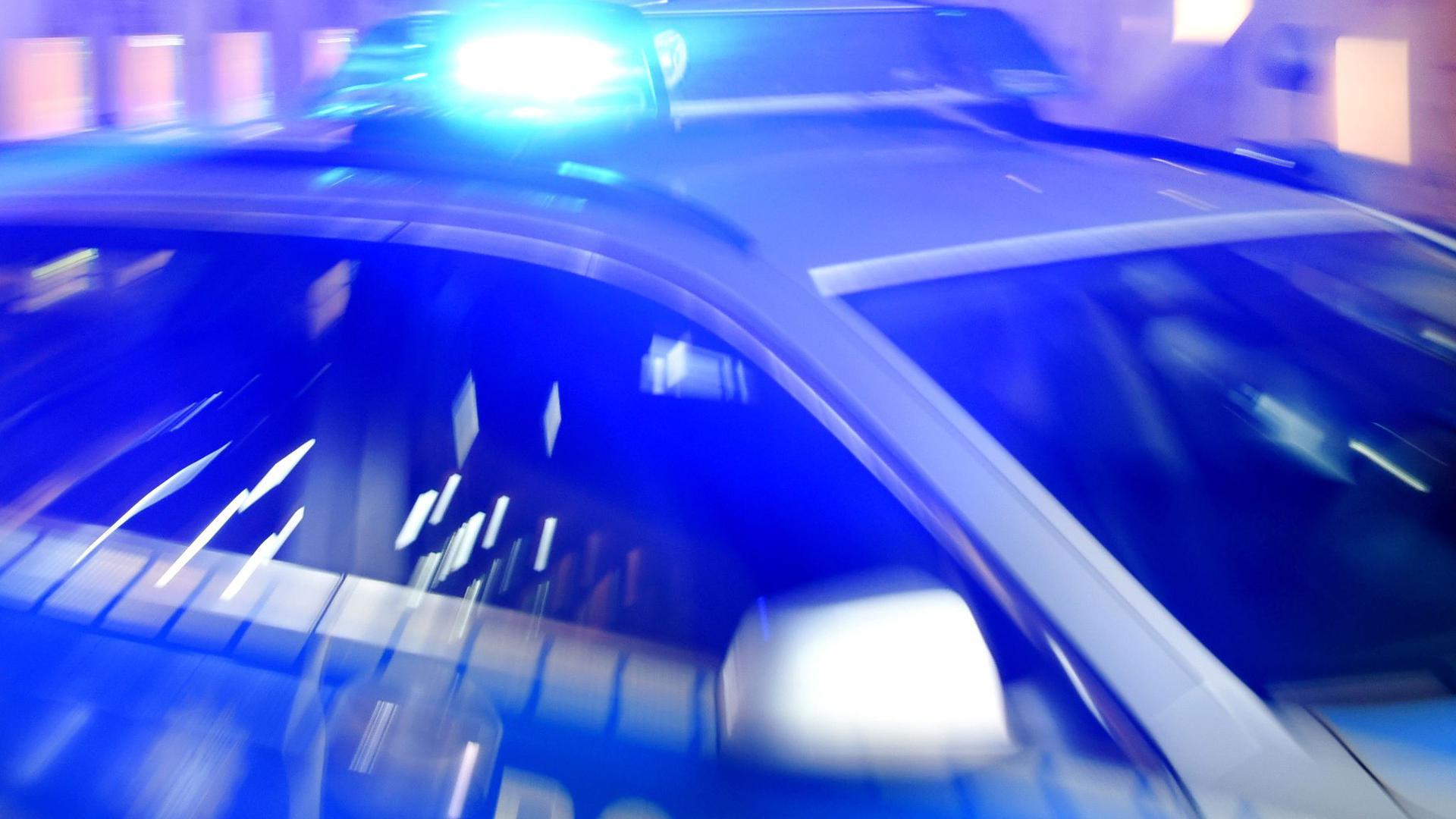 In der Nacht zum Mittwoch ist ein bislang unbekannter Dieb gleich in zwei Firmen in der Gewerbestraße in Zaisenhausen gewaltsam eingedrungen.