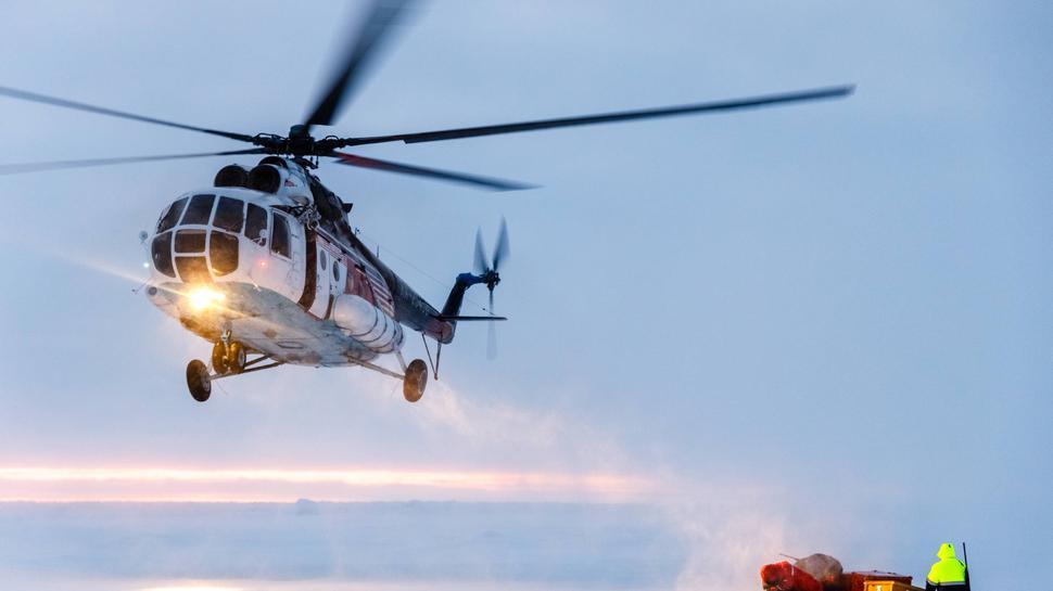 """Dank Spaes wurde auch die """"Mosaik-Arktis-Expedition"""" des Forschungsschiffes Polarstern möglich. Die dazu gehörenden Hubschrauber brauchten aus Sicherheitsgründen weitere Scheinwerfer."""