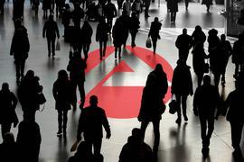 Logo der Bundesagentur für Arbeit mit Menschenmenge  emblem the Federal agency for Work with Crowd