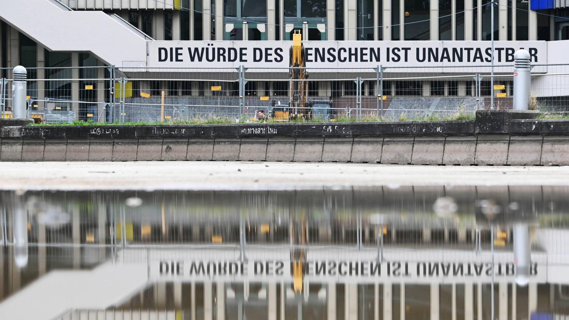 Wieder wird Kritik laut: Das Badische Staatstheater hatte nach dem Bekanntwerden von Belästigungsvorwürfen interne Untersuchungen eingeleitet.