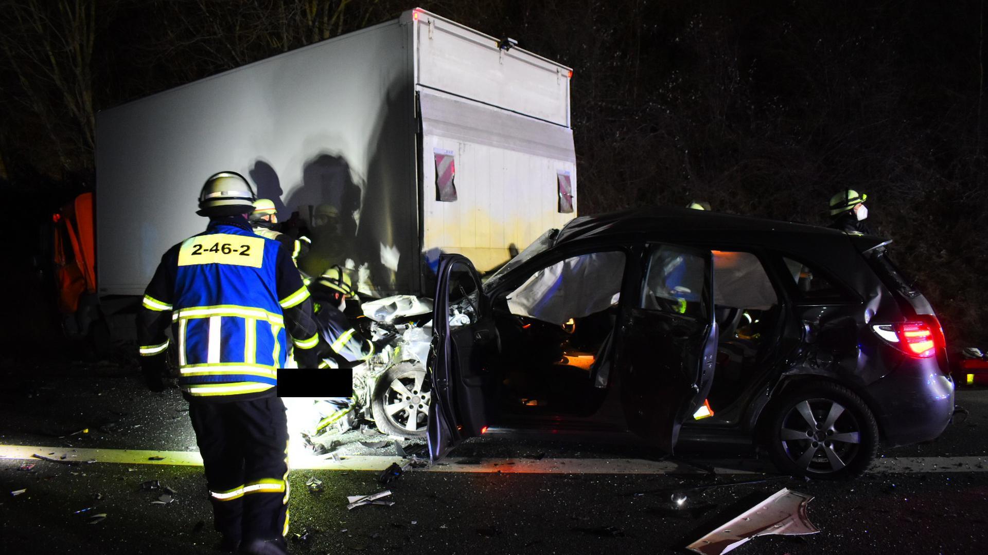 Unfall zwischen Karlsruhe und Stuttgart: Auf der Höhe von Pforzheim waren gleich mehre Fahrzeuge, die Richtung Stuttgart unterwegs waren, in einen Unfall verwickelt.