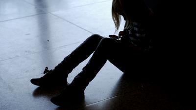 Kinderrechte in Gefahr: Viele Erwachsenen in Deutschland halten es für normal, in der Erziehung leichte körperliche Gewalt anzuwenden. Nach Expertenmeinung gibt es durch die Coronakrise einen  Anstieg von Kindesmisshandlungen.