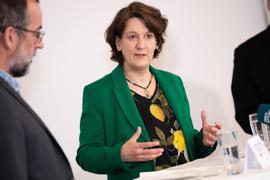 Gisela Splett (Bündnis 90/Die Grünen), Staatssekretärin im Finanzministerium Baden-Württemmberg spricht bei der Pressekonferenz. Erstmals entwickelt eine Schlösserverwaltung in Deutschland in enger Zusammenarbeit mit Wissenschaftlern eine fundierte digitale Rekonstruktion ihrer Kulturdenkmäler. +++ dpa-Bildfunk +++