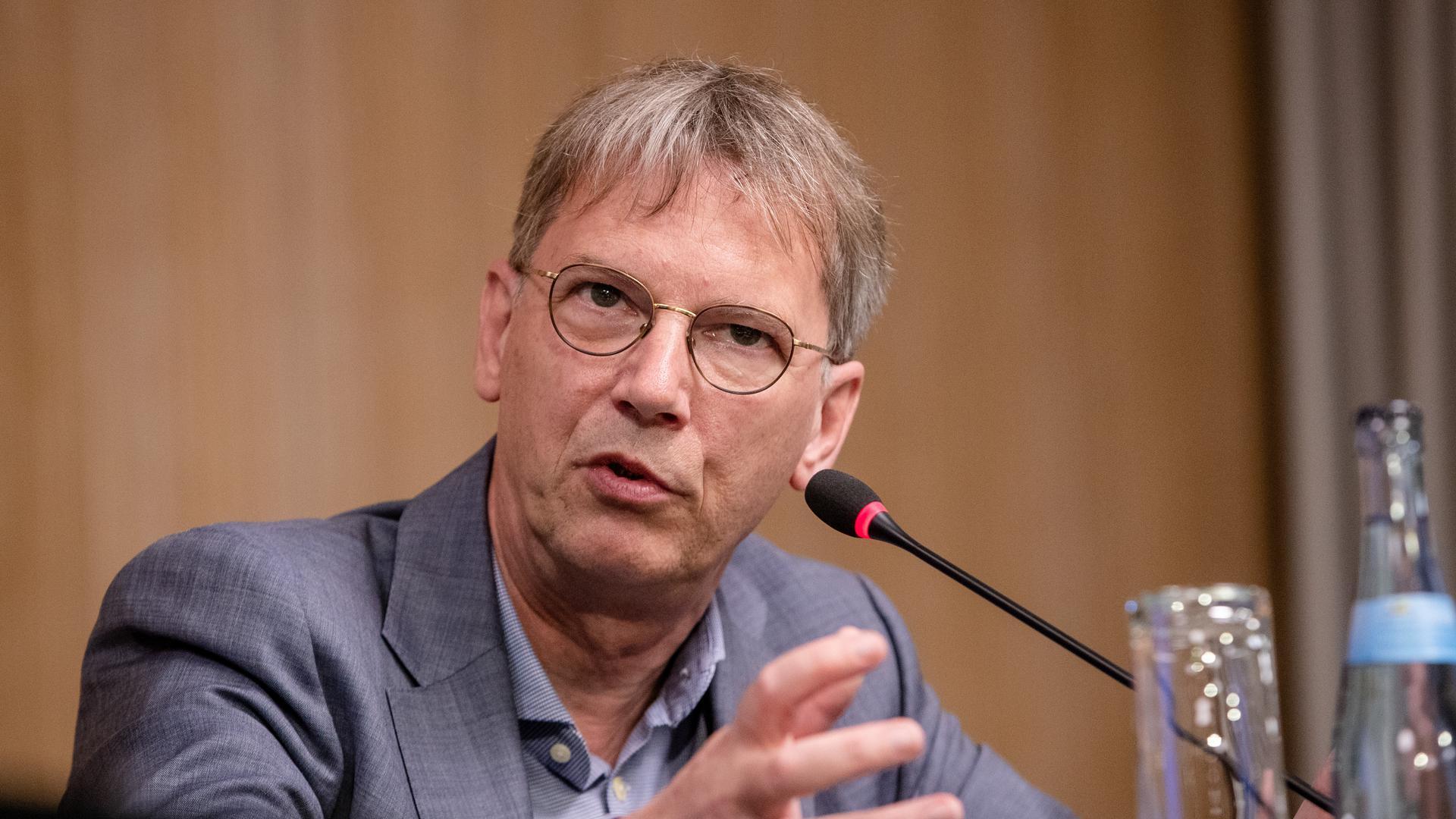 Als Experte gefragt: Mit weiteren Wissenschaftlern sitzt Virologe Hans-Georg Kräusslich in einem Beratergremium der baden-württembergischen Landesregierung.