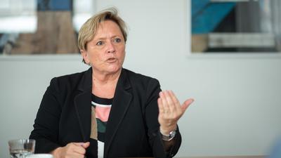 Susanne Eisenmann (CDU), Ministerin für Kultus, Jugend und Sport von Baden-Württemberg und Spitzenkandidatin der CDU Baden-Württemberg zur Landtagswahl 2021, spricht während eines Interviews.