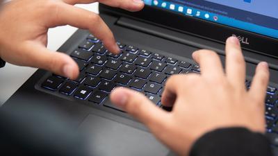 """Sorge um den Datenschutz: Eigentlich gehört das Softwarepaket von Microsoft an vielen Schulen zur Grundausstattung. Nun wird jedoch vor einem Einsatz von """"MS Office 365"""" gewarnt."""