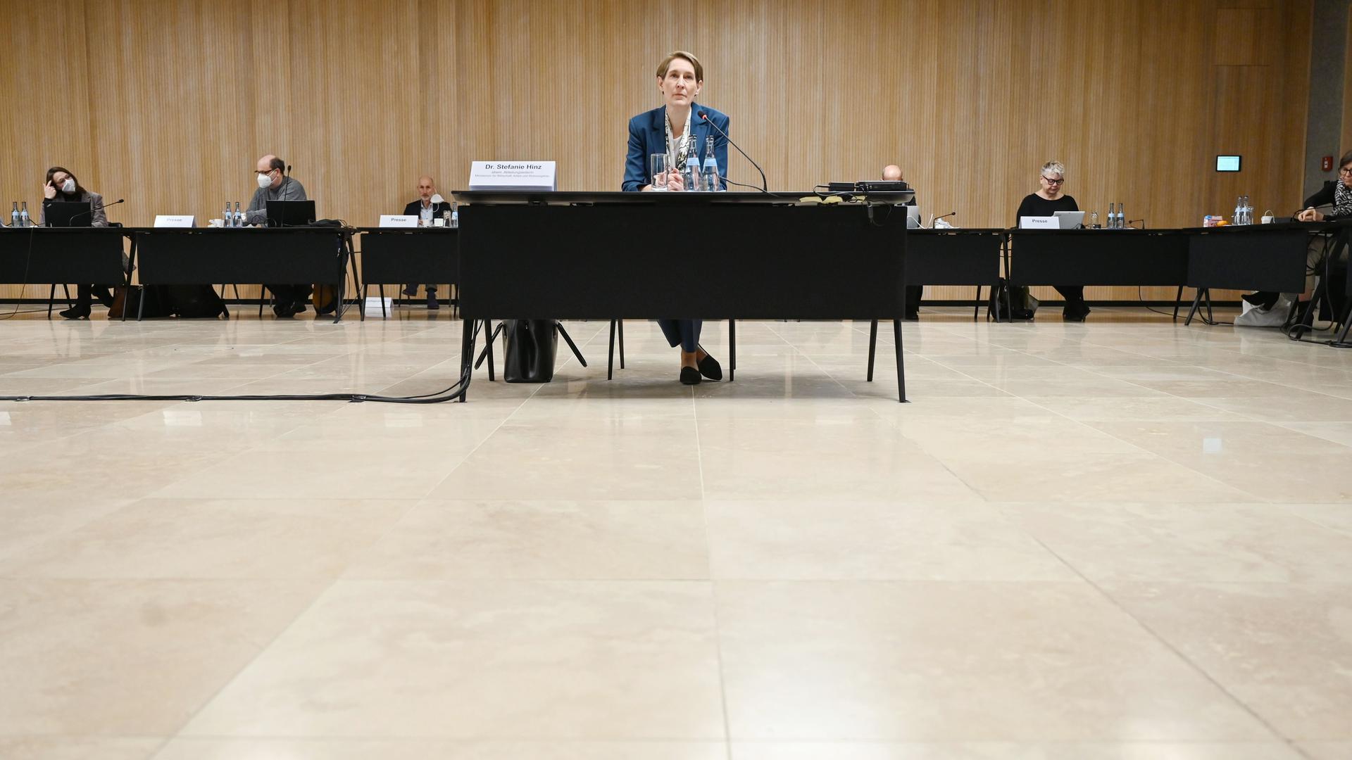 Kritische Fragen: Stefanie Hinz, Polizeipräsidentin des Landes und damals verantwortliche Abteilungsleiterin, musste sich bereits vergangenes Jahr dem Untersuchungsausschuss des Landtags zum Streit um einen Pavillon für die Expo in Dubai stellen.