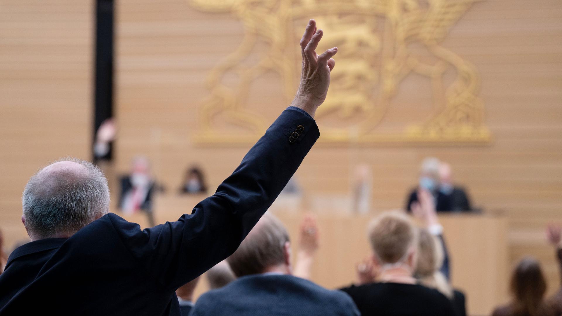 Wo kommen die Stimmen her? Im Anschluss an die Wahl von Bert Matthias Gärtner herrscht Rätselraten in den Fraktionen. Anders als hier gezeigt, war die Abstimmung geheim.
