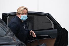 Susanne Eisenmann (CDU), Ministerin für Kultus, Jugend und Sport von Baden-Württemberg und Spitzenkandidatin der CDU für die Landtagswahl, steigt vor der Geschäftsstelle der CDU Baden-Württemberg aus einem Auto aus.