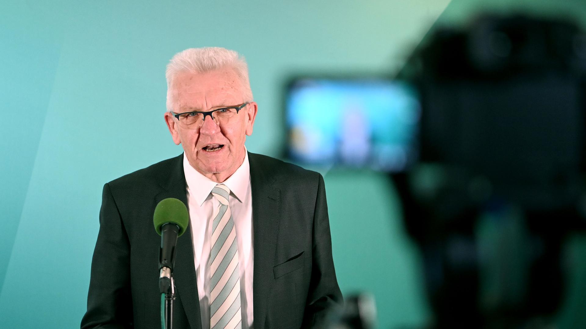 Winfried Kretschmann (Bündnis 90/Die Grünen), Ministerpräsident von Baden-Württemberg und Spitzenkandidat der Grünen, äußert sich im Haus der Abgeordneten zum Ergebnis der Landtagswahlen in Baden-Württemberg.